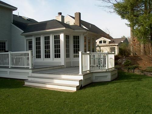 Large sun room with composite deck